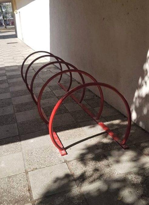 """Učenici OŠ """"Maksim Gorki"""" dobili parking za bicikla"""